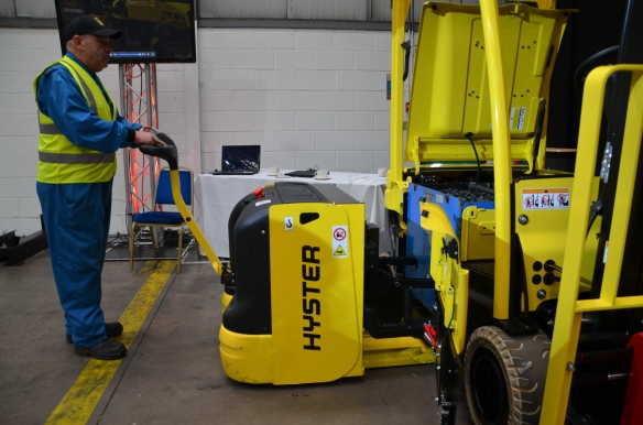 Demonstration of a Hyster battery extraction solution.JPG